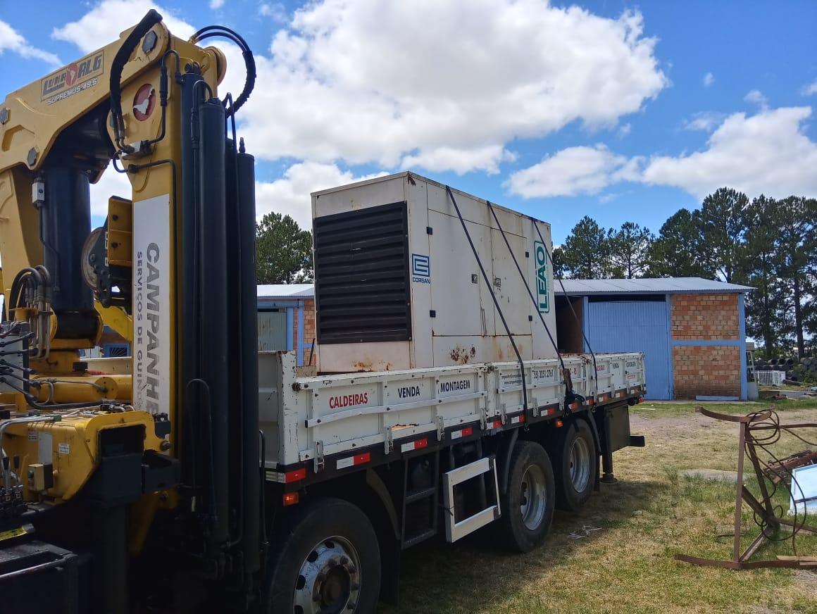 Serviço guindaste:  coleta e transporte dos equipamentos para poço artesiano